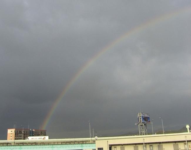 ●同じ虹を別々の場所から撮る_a0037907_21341721.jpg