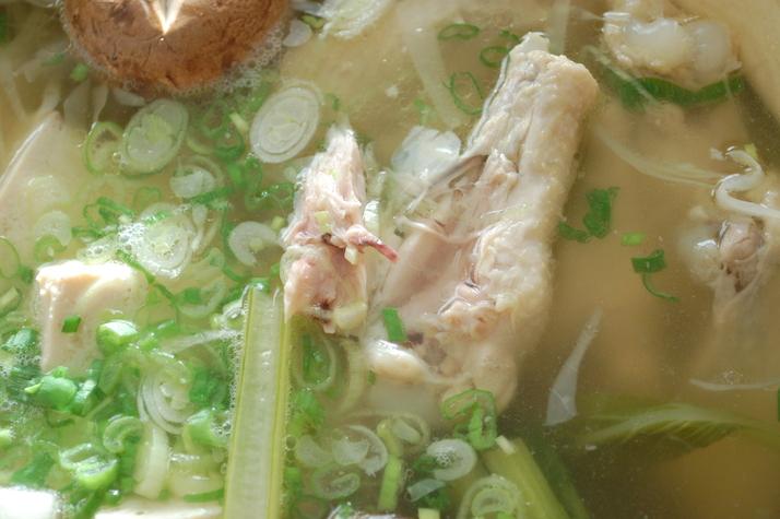 鶏手羽と野菜のうまみ鍋_d0104926_0201752.jpg
