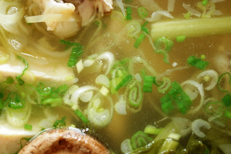 鶏手羽と野菜のうまみ鍋_d0104926_4433798.jpg