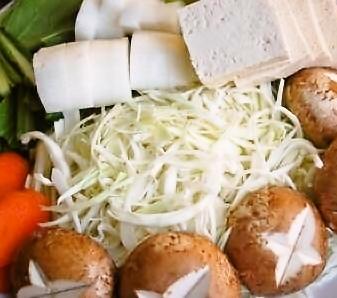 鶏手羽と野菜のうまみ鍋_d0104926_4485346.jpg