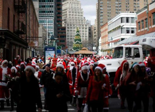 すっかり定着したニューヨークのサンタコン SantaCon 2011_b0007805_2193844.jpg