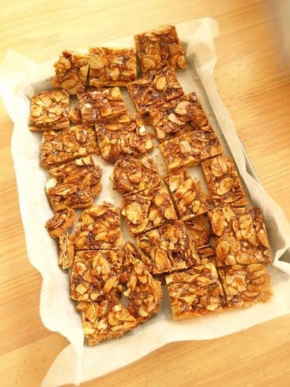 米粉クッキーでつくる、クリスマスのお菓子の家☆_d0128268_0544612.jpg