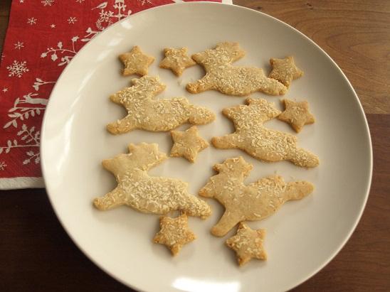 米粉クッキーでつくる、クリスマスのお菓子の家☆_d0128268_0555872.jpg