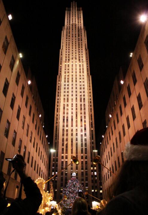 ニューヨーク、ロックフェラーセンターのクリスマスツリー周辺はお祭り騒ぎ_b0007805_13101052.jpg