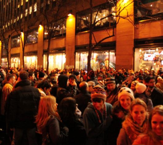ニューヨーク、ロックフェラーセンターのクリスマスツリー周辺はお祭り騒ぎ_b0007805_13144256.jpg