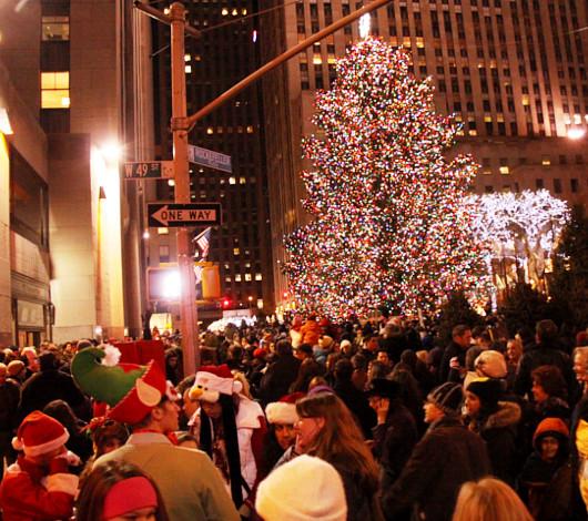 ニューヨーク、ロックフェラーセンターのクリスマスツリー周辺はお祭り騒ぎ_b0007805_1384585.jpg