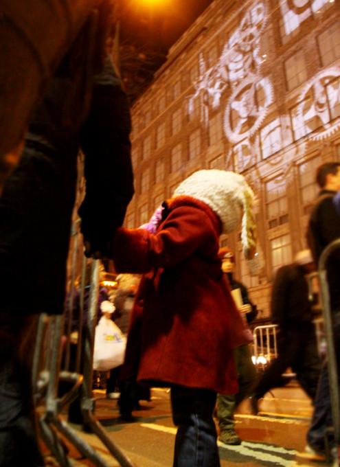 ニューヨーク、ロックフェラーセンターのクリスマスツリー周辺はお祭り騒ぎ_b0007805_1394421.jpg