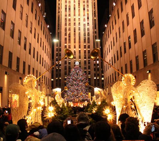 ニューヨーク、ロックフェラーセンターのクリスマスツリー周辺はお祭り騒ぎ_b0007805_1395926.jpg