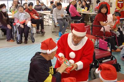 12/11聖愛園クリスマス会を盛大に開催しました☆_a0154110_1131911.jpg
