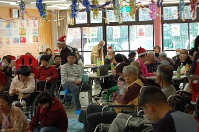 12/11聖愛園クリスマス会を盛大に開催しました☆_a0154110_113956.jpg