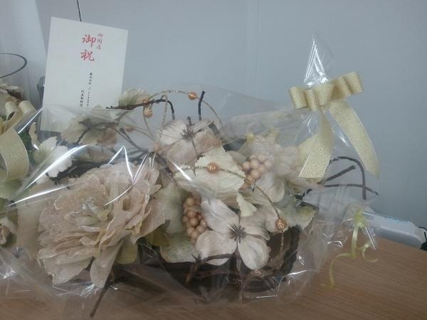 御祝いのお花が届いてます!_a0137049_8274251.jpg