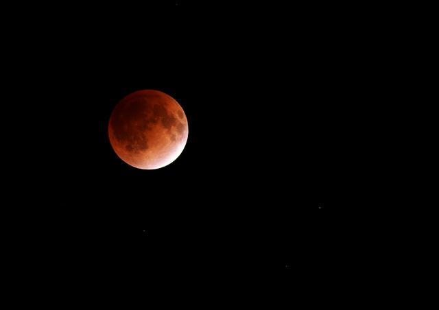 皆既月食_f0018464_22105965.jpg