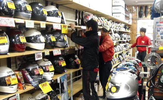 ヘルメットコーナーカスタム中。_b0163075_8153491.jpg