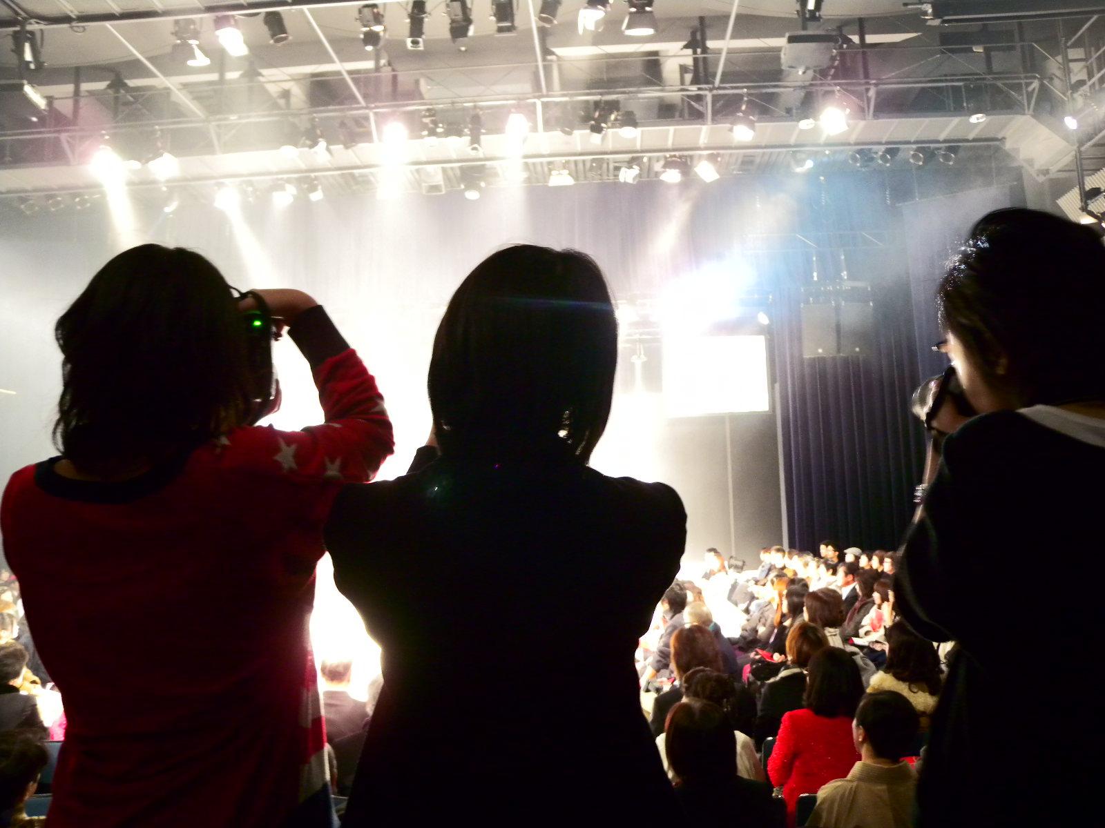 ファッションショー撮影中!!!_a0066055_11291777.jpg