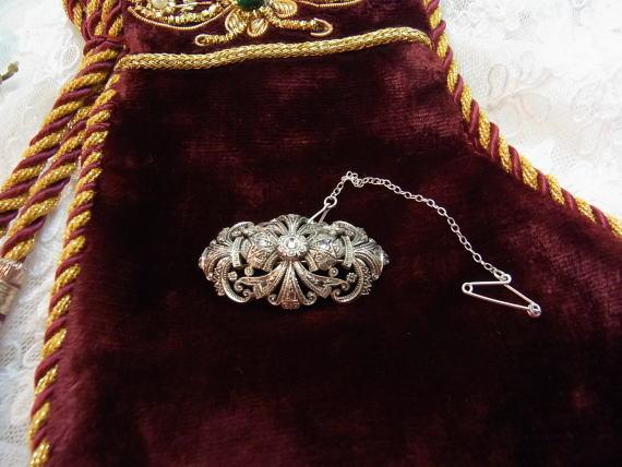 美しいダイヤモンドのブローチ........_d0127182_1441474.jpg