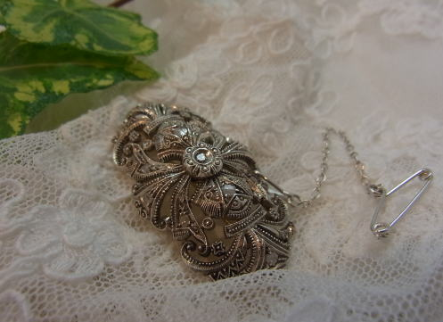 美しいダイヤモンドのブローチ........_d0127182_14504354.jpg