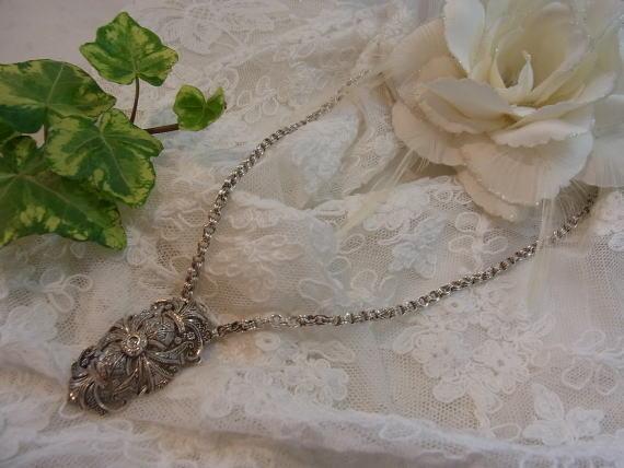 美しいダイヤモンドのブローチ........_d0127182_14533384.jpg