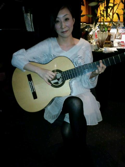 今日は立川ハーフトーンです。ギター弾こうかな。_f0178313_1132861.jpg