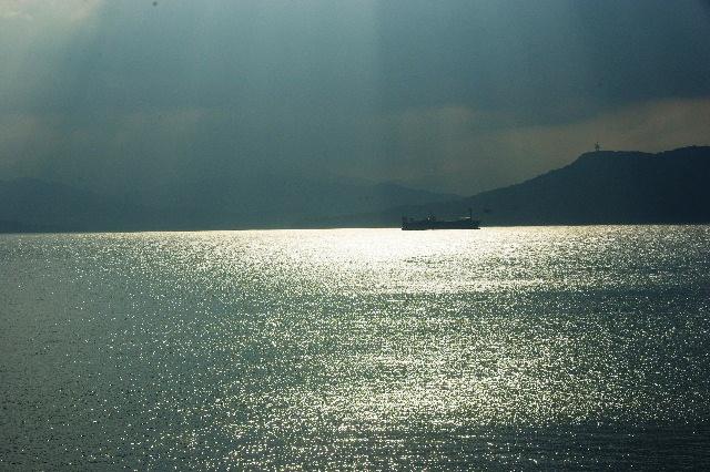 銀色に輝く博多湾の風景_c0011649_14434079.jpg