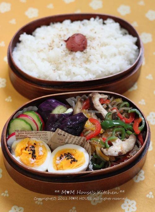 こんにゃくチャプチェ弁当 ☆晩ご飯は、大根と鶏肉のこってり煮♪_c0139375_127158.jpg