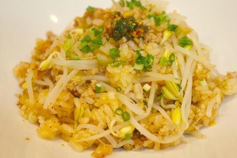 豚キムチと豆もやしの土鍋炊き込みご飯_a0223786_12571974.jpg