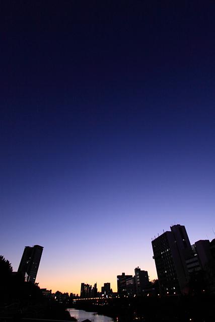 City in Blue_b0067789_2150454.jpg