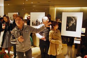 ハービー・山口写真展「HIKARI」オープニングパーティーに。_b0194208_124692.jpg