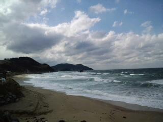 玄界灘を望んで…家内と二人で〜糸島の二見ヶ浦に来ています。寒い〜!が勇壮で〜勇気が湧いてきた!_d0082356_13571826.jpg