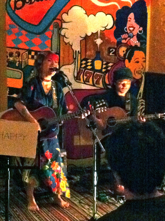 台湾でライブ その2 「Folk rock from Japan」_f0115311_6473919.jpg