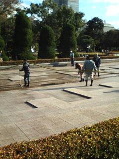 平和公園の年末大掃除に消防車活躍_e0094315_2025193.jpg