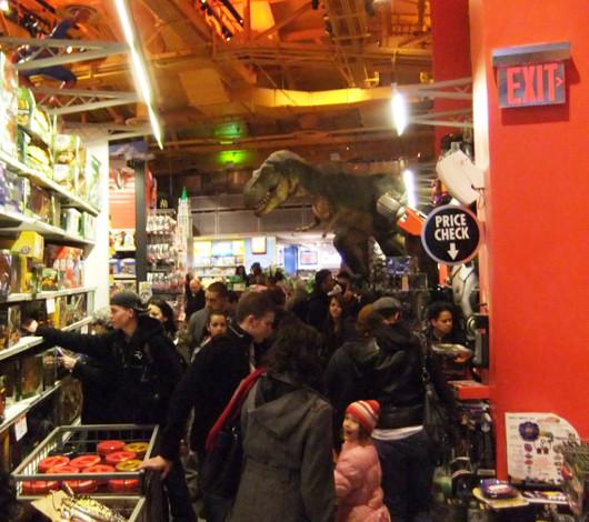 クリスマス前のニューヨーク、今年もトイザラス(タイムズスクエア店)は24時間営業中_b0007805_225615100.jpg
