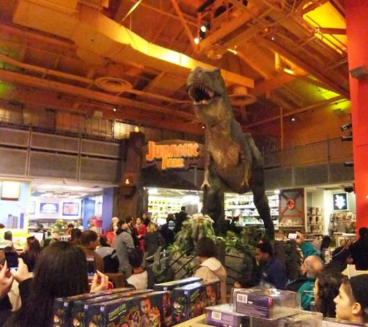 クリスマス前のニューヨーク、今年もトイザラス(タイムズスクエア店)は24時間営業中_b0007805_22562565.jpg