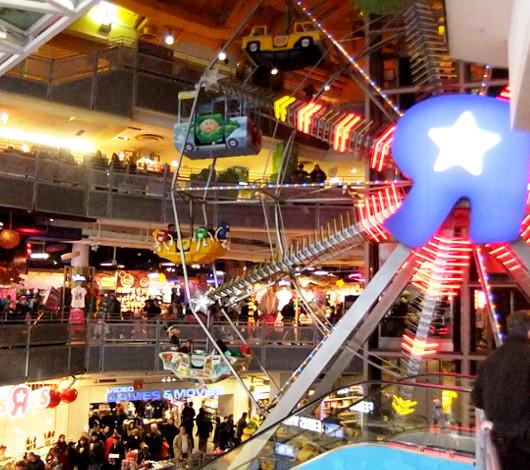 クリスマス前のニューヨーク、今年もトイザラス(タイムズスクエア店)は24時間営業中_b0007805_22563735.jpg