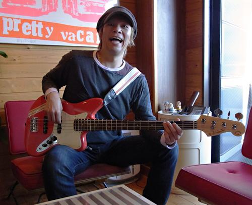 「横倉和夫くん」と「Psychomaster Bass #007」。_e0053731_1857237.jpg