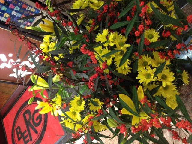 花とベルクのあいだで・名もなき赤い小花。。って私が花の名前を知らなさすぎかも。_c0069047_21591096.jpg