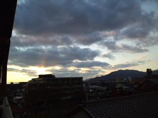 おはようございます!今日も快晴!!油山、脊振山系を背景に朝焼けがきれい〜です!!_d0082356_738560.jpg