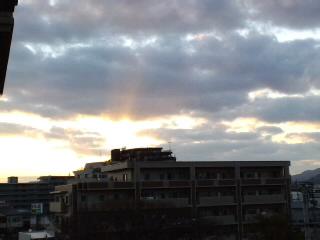 おはようございます!今日も快晴!!油山、脊振山系を背景に朝焼けがきれい〜です!!_d0082356_738569.jpg