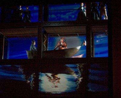 昨夜のMetオペラで事故、ビビる・・(汗)_d0240098_1122711.jpg