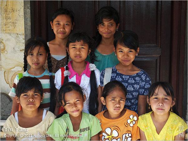 村の少女と棚田の風景、バリ島_e0139738_10395912.jpg