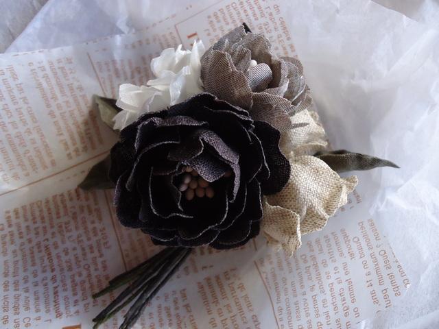 「flores de lino 〜リネンの花のコサージュ展〜」。_e0060555_145838100.jpg