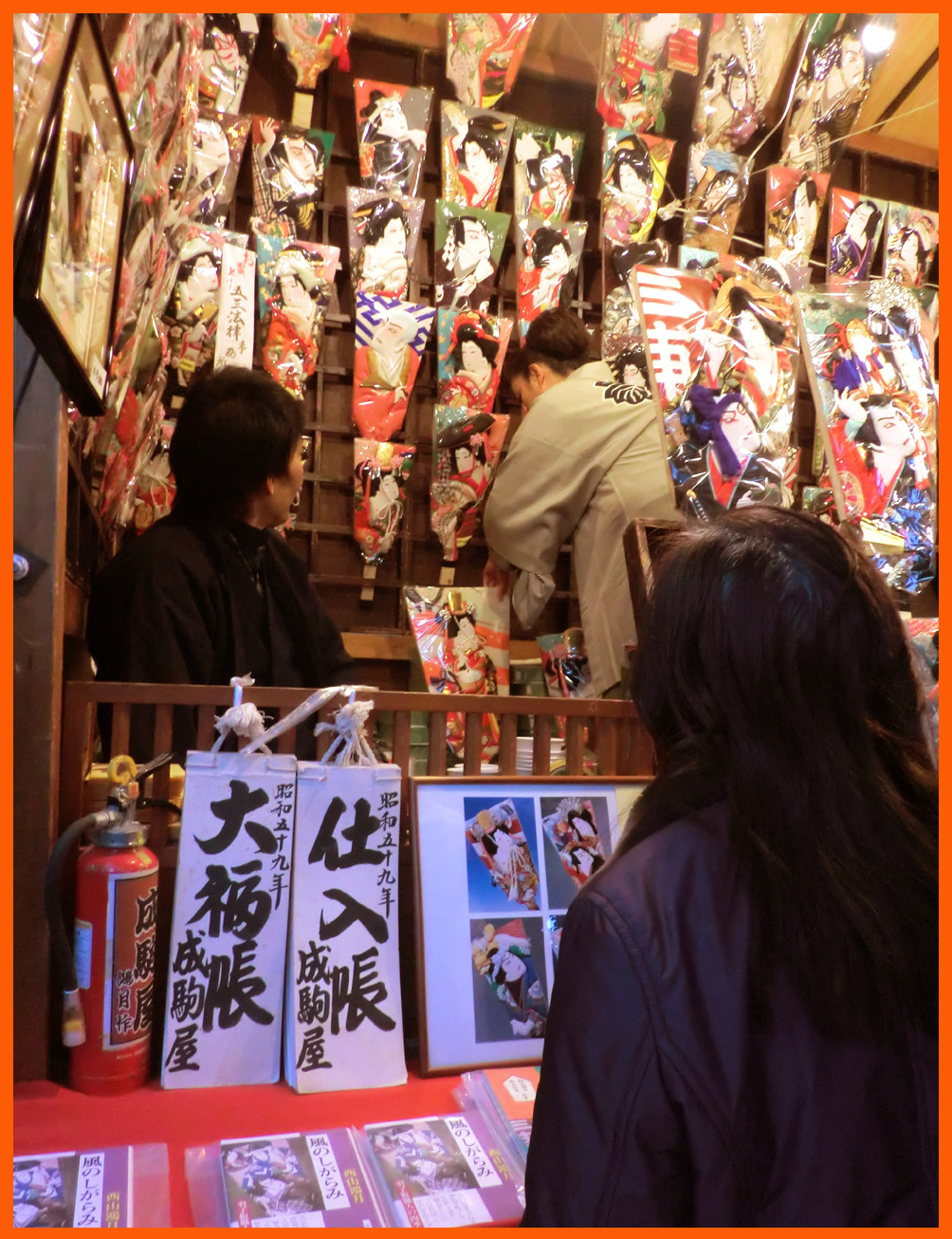 浅草寺・羽子板市へ。綺麗な姫様羽子板見たよ。_e0236072_19122267.jpg