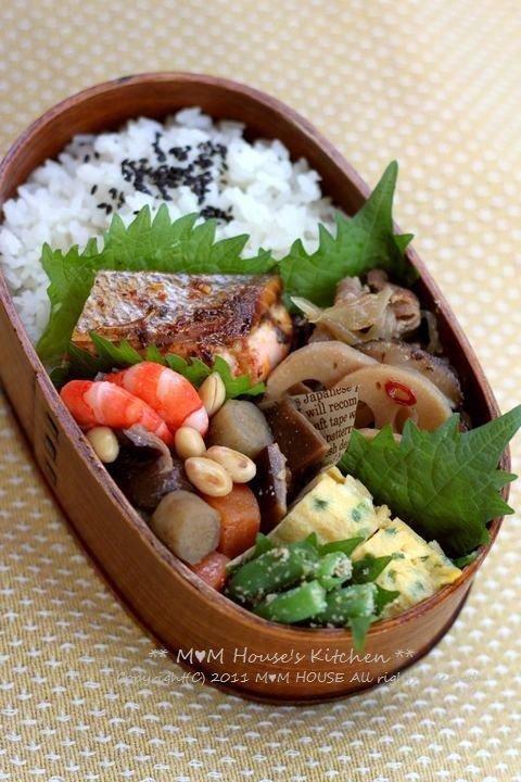 総菜いろいろ弁当♪_c0139375_11124244.jpg