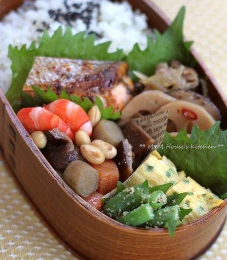 総菜いろいろ弁当♪_c0139375_11141416.jpg