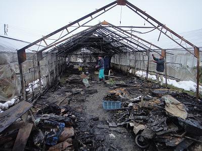 浦佐小学校体育館解体    ハウスが火災_b0092684_15163784.jpg