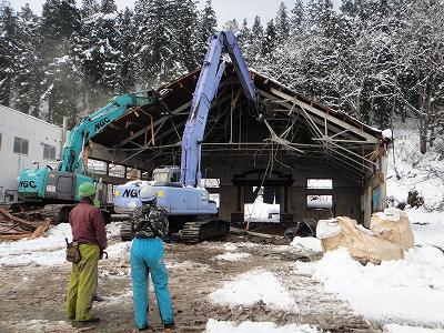 浦佐小学校体育館解体    ハウスが火災_b0092684_1583970.jpg