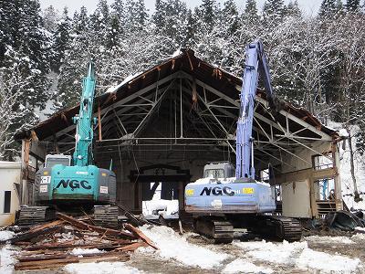 浦佐小学校体育館解体    ハウスが火災_b0092684_1585123.jpg