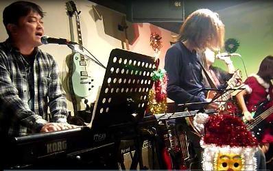 2011年、カラフル年末ライブのライブレポ:その1。_e0188087_2217327.jpg