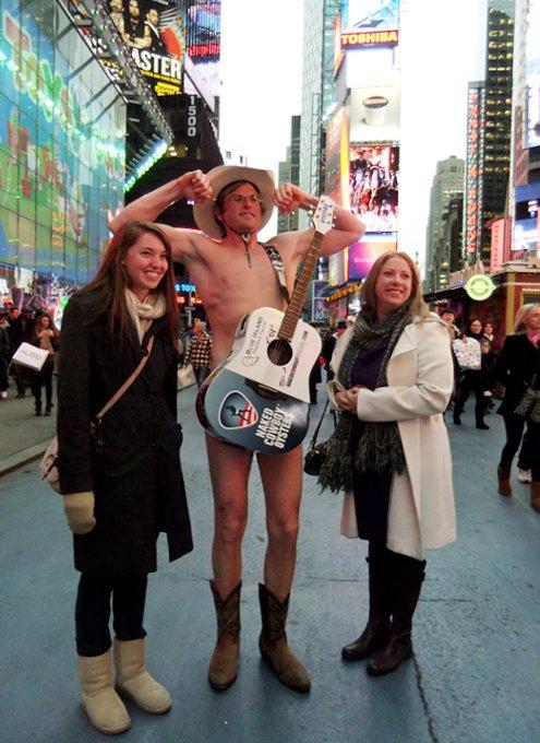 ニューヨーク名物、裸のカウボーイに新人くん登場???_b0007805_2283928.jpg