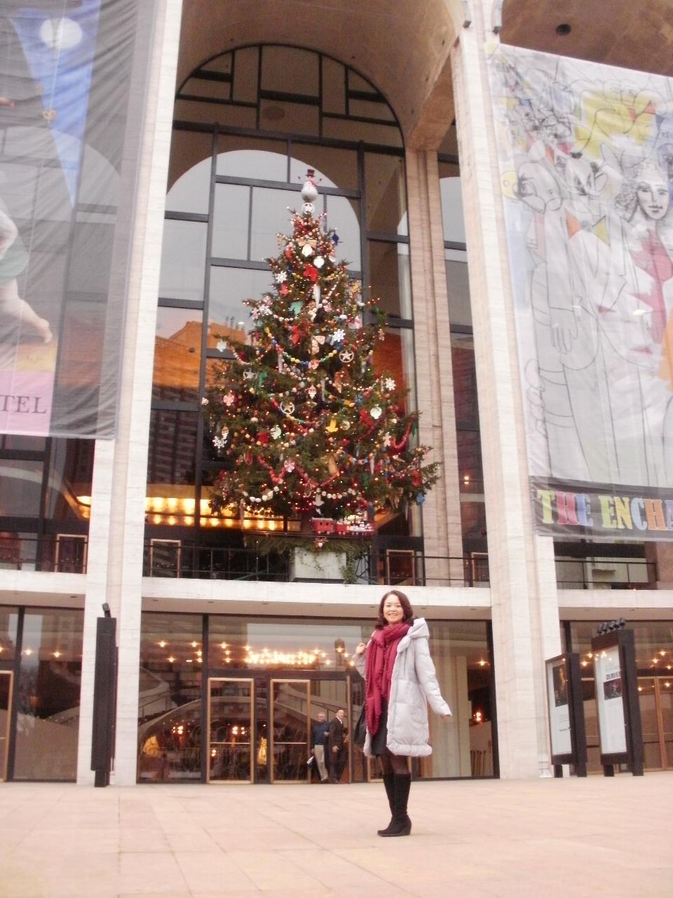 リンカーンセンターのクリスマスツリー_f0095325_133219.jpg