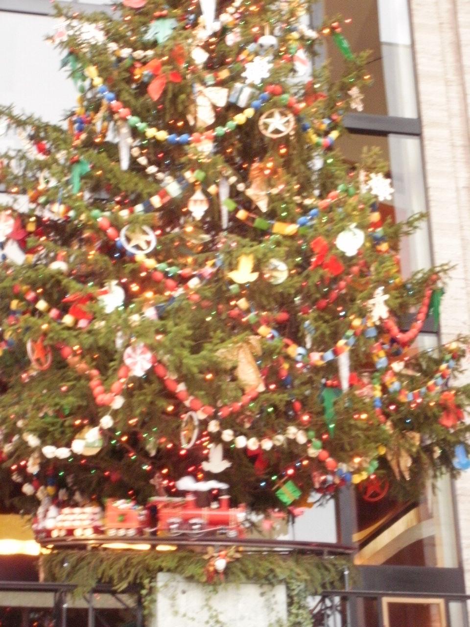 リンカーンセンターのクリスマスツリー_f0095325_1334833.jpg